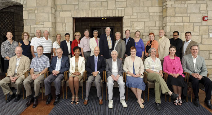 Group photo from 2010 retreat.  Standing, left to right: Evelyn Haaheim, Megan Blossom, Chris Sorensen, Paul Terranova, Beth Montelone, Charles Woods, Kimberly Espy, James English, Prem Paul, Rob Duncan, John Colombo, Danny Anderson, Susan Kemper, Barbara Atkinson, Jack Schultz, Sitta Sittampalam, Joshua Yurek. Seated, left to right: Brian Foster, Steve Warren, Harvey Perlman, Bernadette Gray-Little, James Moeser, Dick Schiefelbusch, Mabel Rice, Melinda Merrill, April Mason, Jeffrey Vitter.